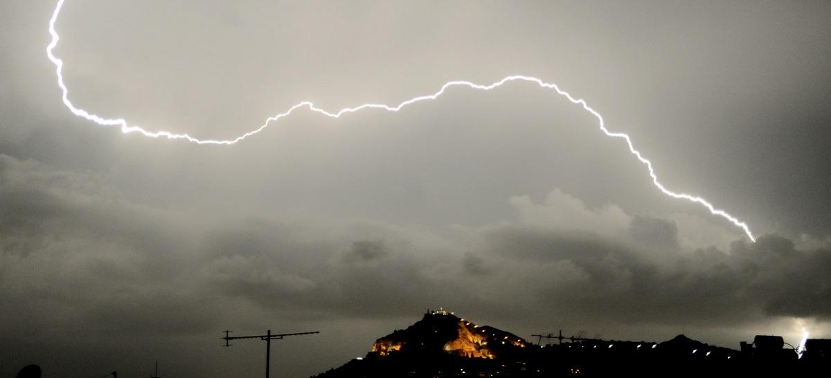 Προειδοποίηση για ισχυρές καταιγίδες και κεραυνούς στην Αττική
