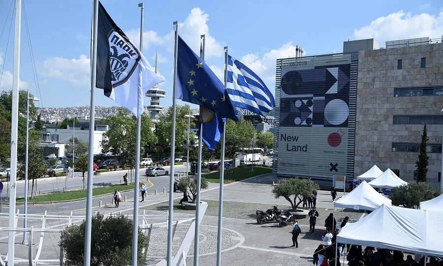 Η σημαία του ΠΑΟΚ στο δημαρχείο Θεσσαλονίκης (pics)