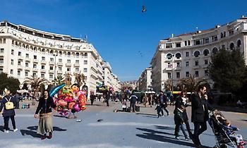 Θεσσαλονίκη: Απίστευτο παρκάρισμα σε διάβαση πεζών