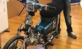 Κρήτη: Νεαρός έφτιαξε μηχανάκι που κινείται με… τσικουδιά