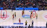 ACB: Λιλιπούτειος… χούλιγκαν εισέβαλε στο παρκέ (video)