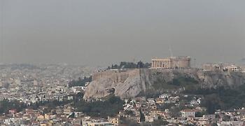 Τοπίο στην ομίχλη η Αθήνα από την αφρικανική σκόνη