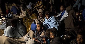 Η Λιβύη απελευθερώνει μετανάστες και αυτοί αρνούνται να φύγουν...