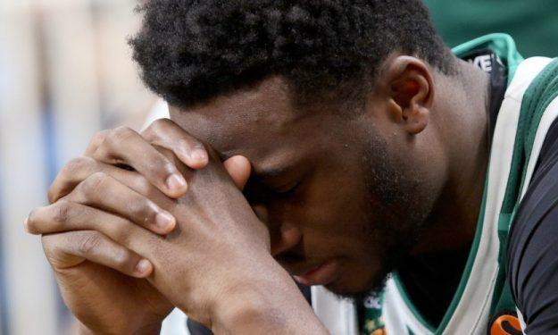 Τρομερό στιγμιότυπο: Τα δάκρυα του Θανάση για τον αποκλεισμό