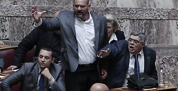 Κρίση στην ΧΑ μετά το ευρωψηφοδέλτιο, καταγγελίες και η φυγή προς ΛΑΟΣ