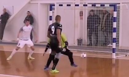 Απίθανο γκολ σε αγώνα ποδοσφαίρου σάλας (video)