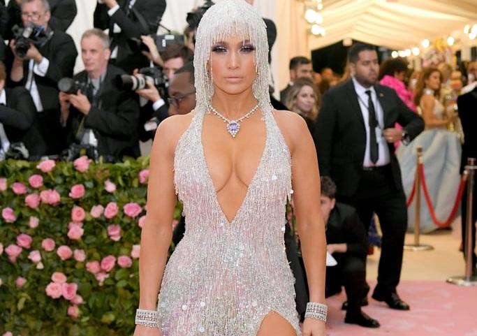 Η σούπερ σέξι εμφάνιση της Τζένιφερ Λόπεζ στο ΜΕΤ gala (pics)