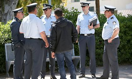 Γελοιότητες από την αστυνομία, της φαίνονται… πολλές οι προσκλήσεις!