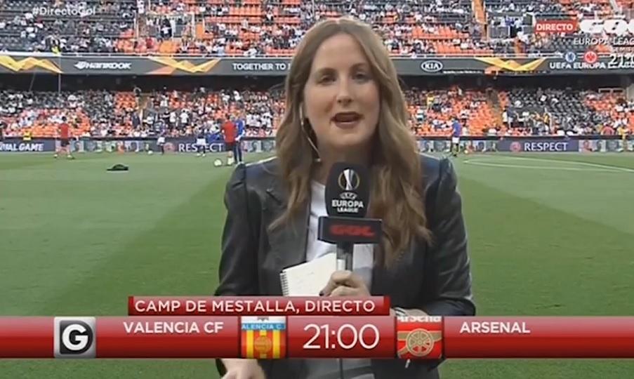 Τα είδε... όλα γυναίκα δημοσιογράφος που έφαγε την μπάλα στο κεφάλι! (video)