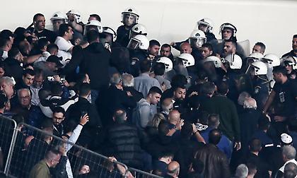 Νέα επεισόδια με οπαδούς του ΠΑΟΚ και ΜΑΤ έξω από το ΟΑΚΑ