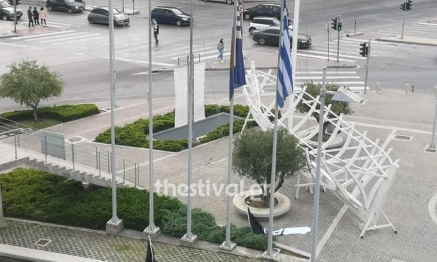 Κατέβασαν τις σημαίες του ΠΑΟΚ από το δημαρχείο Θεσσαλονίκης