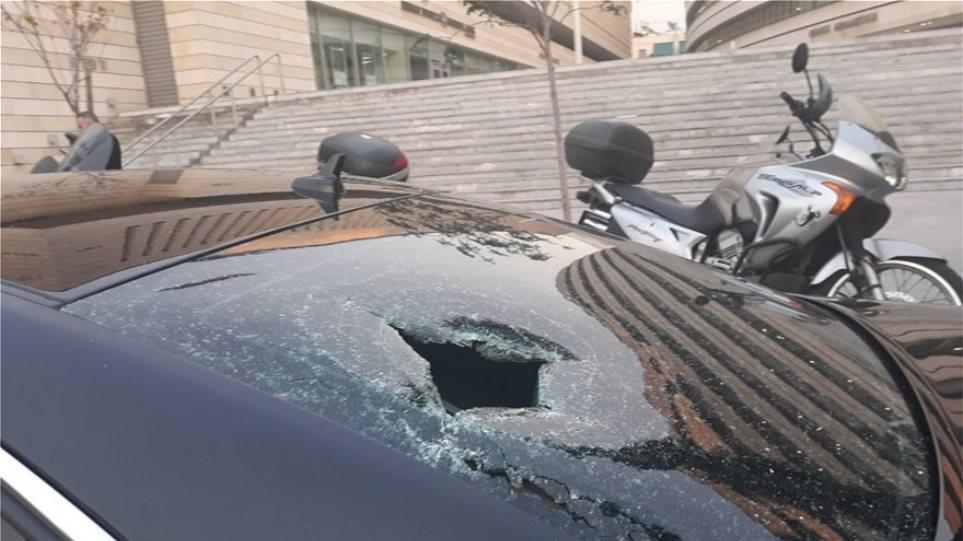 Συναγερμός και για ύποπτο σακίδιο στην εκδήλωση της ΝΔ που επιτέθηκαν κουκουλοφόροι