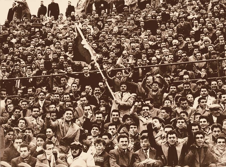 Φίλαθλοι πάνω σε σκέπαστρο το 1945!