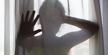 Κρήτη: Χτύπησαν έφηβη, την κλείδωσαν και της έκοψαν τα μαλλιά