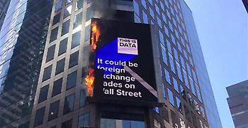 Φωτιά σε ψηφιακή διαφημιστική πινακίδα στην Τάιμς Σκουέαρ (video)