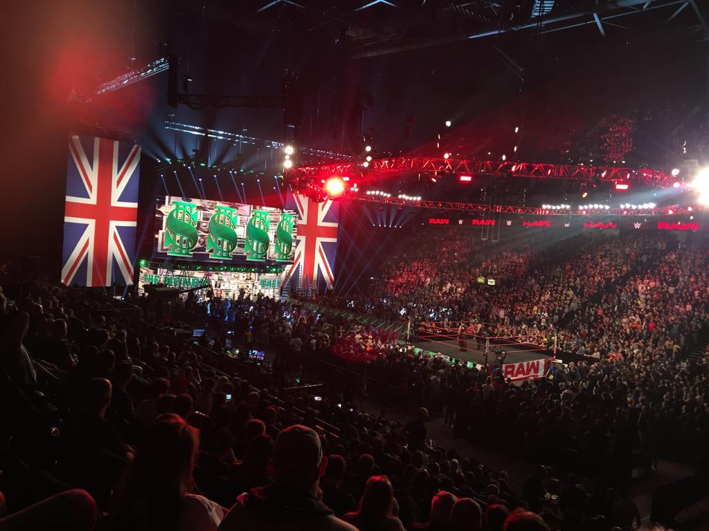 Εικόνες μέσα από το Raw του Λονδίνου