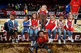 Τα παιδιά των νέων πρωταθλητών Ευρώπης παρέα με την κούπα (pic)
