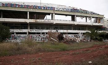 Εικόνες από την πυρκαγιά στο υπό ανακατασκευή κλειστό γήπεδο του Πανιωνίου