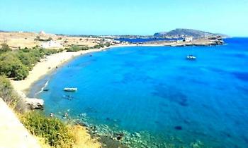 Το πανέμορφο νησί που μπορείς να πας και στις 18 παραλίες του χωρίς αμάξι (pics)