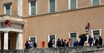 Δίωξη σε βαθμό κακουργήματος στο Ρουβίκωνα για το βανδαλισμό της Βουλής