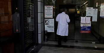 Άγριος ξυλοδαρμός γιατρού από φίλο τραυματία στο ΓΝ Νίκαιας