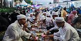 Μαλαισία:Αστυνομικοί γίνονται σερβιτόροι για να πιάσουν όσους δεν νηστεύουν