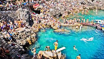 Η παραλία με τα 142 σκαλιά που οι ντόπιοι εύχονταν να μην ανακαλύψουν οι τουρίστες (pics)