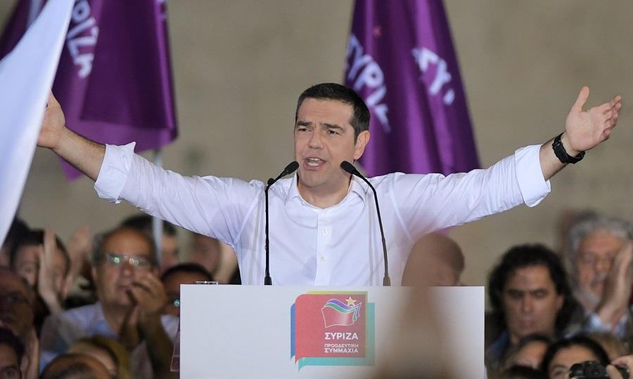 Τσίπρας από το Σύνταγμα: «Την Κυριακή ο λαός να εγκρίνει το σχέδιό μας-Φθινόπωρο οι εθνικές εκλογές»