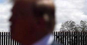 Δικαστής απαγόρευσε τη χρήση κονδυλίων για τείχους στα σύνορα με το Μεξικό