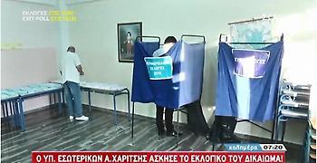 Εκλογές 2019: Πρώτος ψήφισε ο υπ. Εσωτερικών Αλέξης Χαρίτσης στην Καλαμάτα