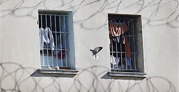 Εξέγερση σε εξέλιξη στον Κορυδαλλό - Πληροφορίες για ομηρία