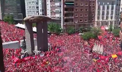Ανατριχιαστικό βίντεο: Χιλιάδες φίλοι της Λίβερπουλ τραγουδούν «You'll Never Walk Alone» στη Μαδρίτη
