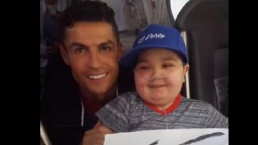 Respect Κριστιάνο: Σταμάτησε το πούλμαν και φωτογραφήθηκε με 11χρονο με ανίατη ασθένεια (video)