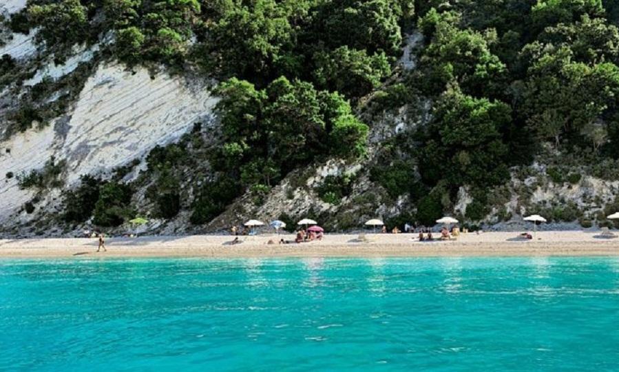 Εσύ και άλλοι 40 κάτοικοι: Το νησάκι που κάνεις ονειρικές διακοπές με 70 ευρώ την εβδομάδα