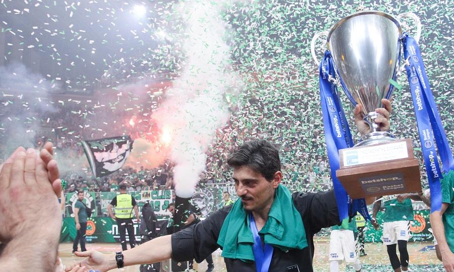 Ο Δημήτρης Γιαννακόπουλος με την κούπα (pics)
