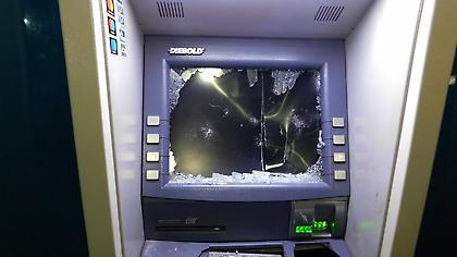 «Χτύπησαν» ΑΤΜ στη Γλυφάδα και άρπαξαν κασετίνες με μετρητά