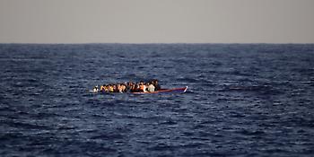 Ναυάγιο με μετανάστες ανοικτά της Τουρκίας -Οκτώ νεκροί (video)