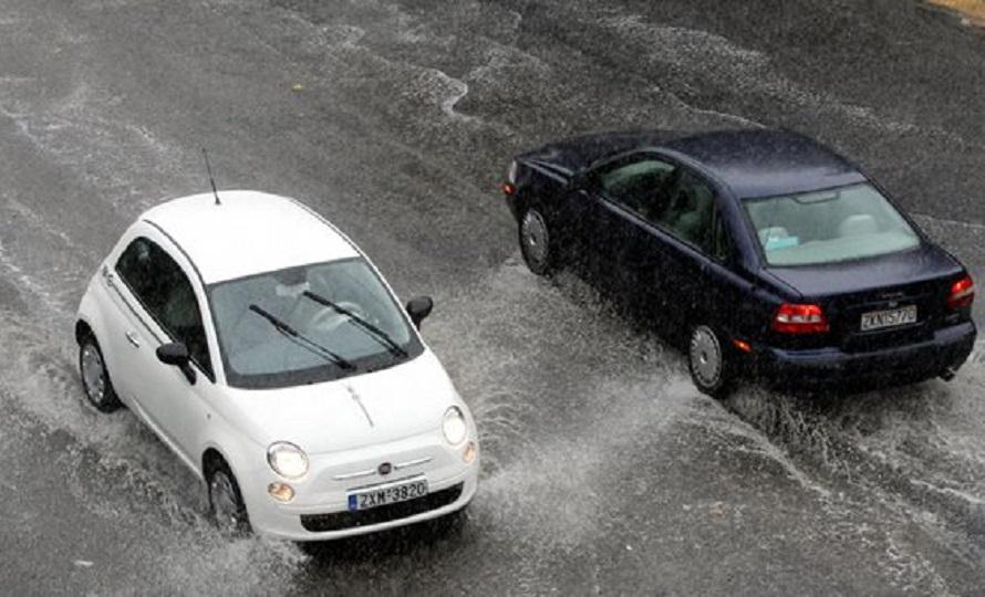 Πλημμυρισμένοι δρόμοι και διακοπές ρεύματος στα νότια μετά την μπόρα