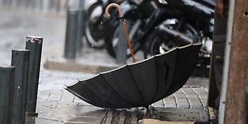 Συνεχίζει τα τερτίπια του ο καιρός: Βροχές και χαλάζι σε πολλές περιοχές