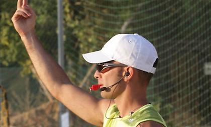 Σχολή διαιτητών-κριτών-παρατηρητών Beach Handball με φόντο τους Μεσογειακούς
