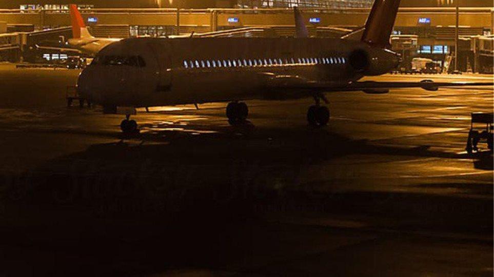 Αεροδρόμιο Χανίων: Αεροπλάνο... τράκαρε με αυτοκίνητο!