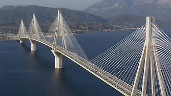 Ποδηλάτης έπεσε από την Γέφυρα Ρίου-Αντιρρίου!