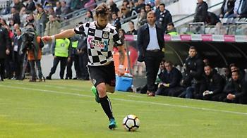 «Συμβόλαιο τριών ετών με ΑΕΚ ο Σιμάο»
