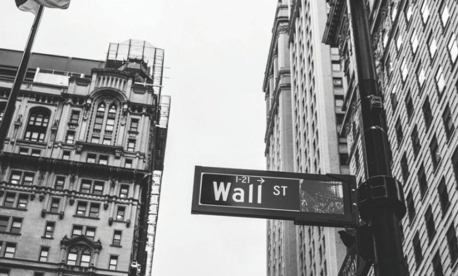 Wall Street: Ανοδικά έκλεισαν οι αγορές χωρίς να τις επηρεάσει η Fed