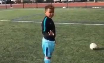 Πιτσιρικάς κέρδισε ποδοσφαιρικό στοίχημα από τον πατέρα του και... τρελάθηκε (video)