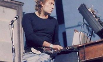 Ο πιο χαρισματικός Έλληνας τραγουδιστής πέθανε στα 34 χωρίς ποτέ να γίνει γνωστός στη χώρα του