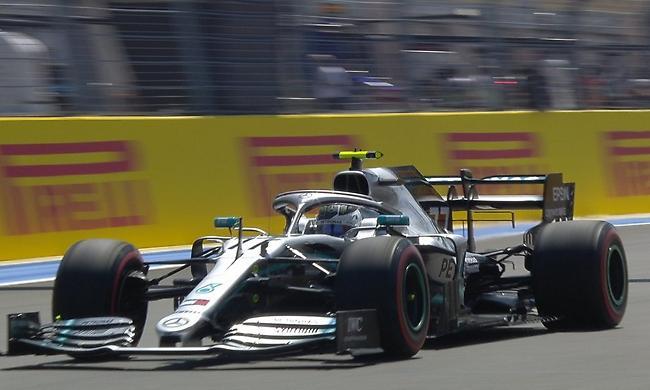 Αφεντικά οι Mercedes στον πρώτο γύρο ελεύθερων δοκιμών
