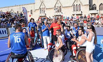 Ο Γκάλης τίμησε τους αθλητές μπάσκετ με αμαξίδιο