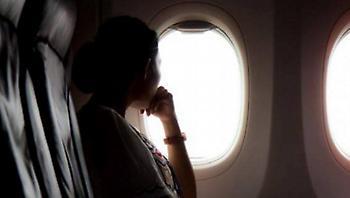 Το ψέμα που πιστεύεις ακόμα: Γιατί σβήνουν τα φώτα στο αεροπλάνο πριν την απογείωση