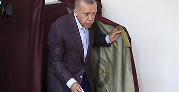 Ο Ερντογάν βάζει τέλος στα σενάρια για πρόωρες εκλογές μετά την ήττα